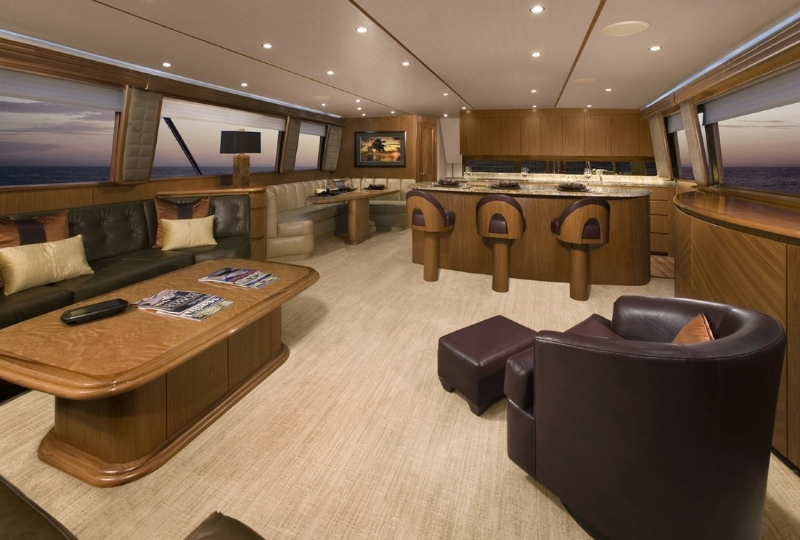 viking-yachts-82-convertible-salon
